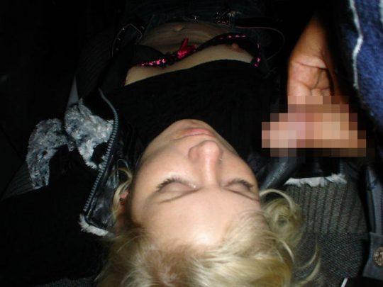 【草】睡眠中の彼女にチンポで悪戯してるぐぅ畜画像貼ってくwwwwwwwwwwwwwwwwwwwwwwwwww(画像あり)・29枚目