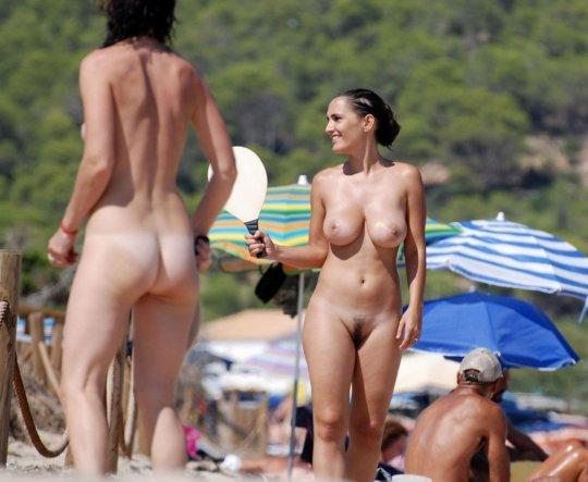 【ビーチおっぱい】海外のヌーディストビーチ、今年もとんでもないおっぱいモンスター多数でワロタwwwwwwww(画像、GIF160枚)・82枚目