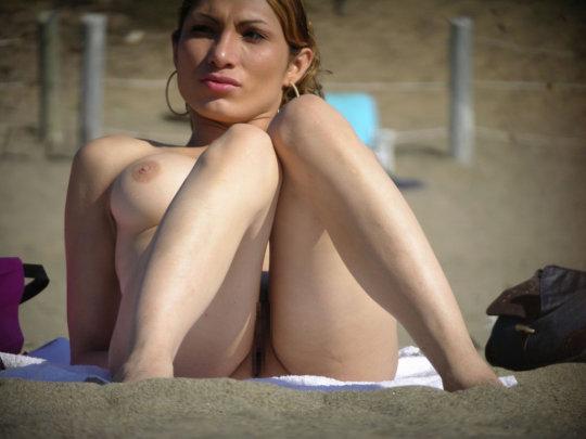 【ビーチおっぱい】海外のヌーディストビーチ、今年もとんでもないおっぱいモンスター多数でワロタwwwwwwww(画像、GIF160枚)・92枚目