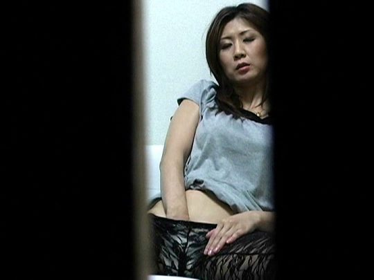 【警告】女性の皆さん、自慰行為(オナニー)する時は必ずカーテンを閉めましょう。(画像あり)・24枚目