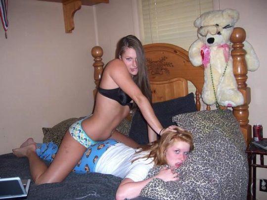 【悪ノリ】外人女子がお泊り会をしたら絶対にやるこの悪ノリ、すこwwwwwwwwwwwwwwwwwwwwwww(画像あり)・15枚目