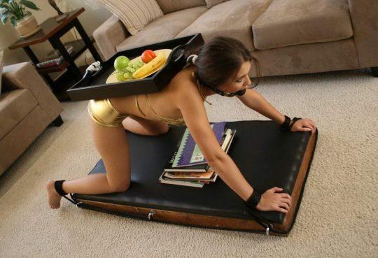 【ドS必見】この机欲っしすぎワロタwwwwこれどこに売ってんの教えてエロい人wwwwwwwwwwwwwwww(画像あり)・27枚目