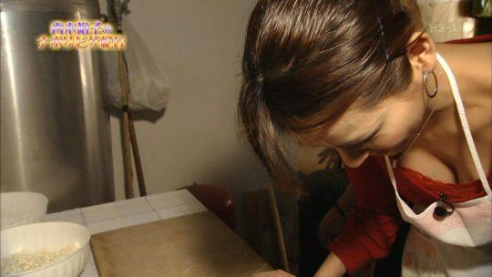 【犯人探し】女子アナの胸チラ画像を並べて「わざと」「偶然」を外野がジャッジメントしていくスレ。(※画像30枚)・13枚目