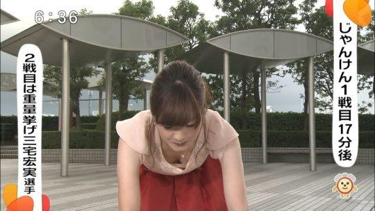 【犯人探し】女子アナの胸チラ画像を並べて「わざと」「偶然」を外野がジャッジメントしていくスレ。(※画像30枚)・28枚目