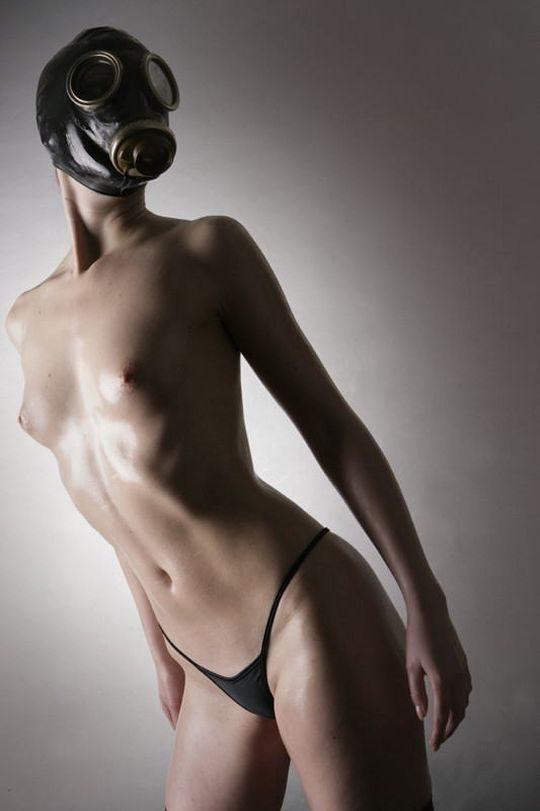 【異文化】外人はたまにやってるの見るけど日本人は絶対にやらないこの変態性行為、、、ガスマスクwwwwwwww(画像あり)・5枚目