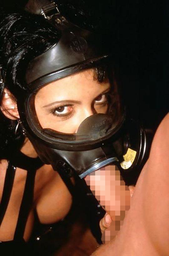 【異文化】外人はたまにやってるの見るけど日本人は絶対にやらないこの変態性行為、、、ガスマスクwwwwwwww(画像あり)・11枚目