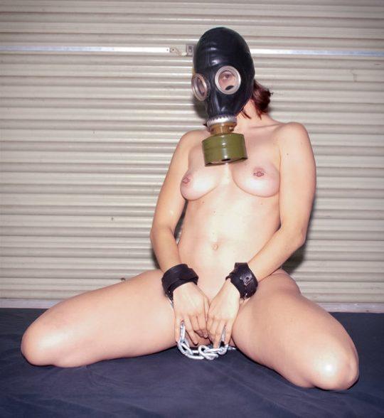 【異文化】外人はたまにやってるの見るけど日本人は絶対にやらないこの変態性行為、、、ガスマスクwwwwwwww(画像あり)・25枚目