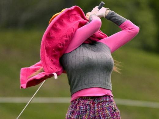 ついお乳に目がいってしまう美巨乳ゴルファーの写真集(24枚)