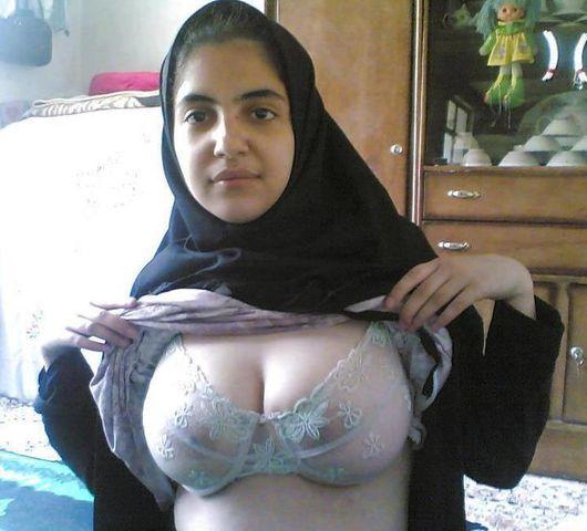 イスラム教の女の子のヌードエロ杉ワロタwwwwwwwwwwwwwww「頭隠してパイ隠さず」「はい処刑」(画像あり)・1枚目