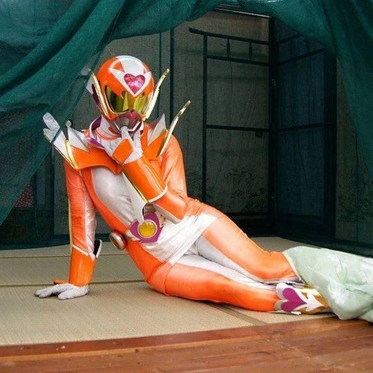 【超絶悲報】ヒーローショーの女メンバーの「内側」をご覧下さいwwww夢崩壊ワロタwwwwwwwwwwww(画像あり)・14枚目