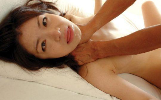 【ドン引き不可避】首絞めセックスの途中でこんな顔する女wwwwwwwwwwwwwwwwwwwwwwww(画像あり)・15枚目