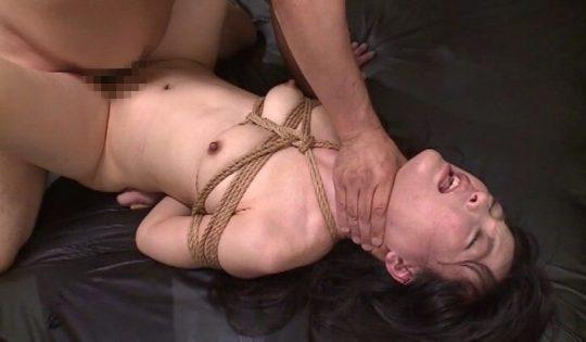 【ドン引き不可避】首絞めセックスの途中でこんな顔する女wwwwwwwwwwwwwwwwwwwwwwww(画像あり)・23枚目