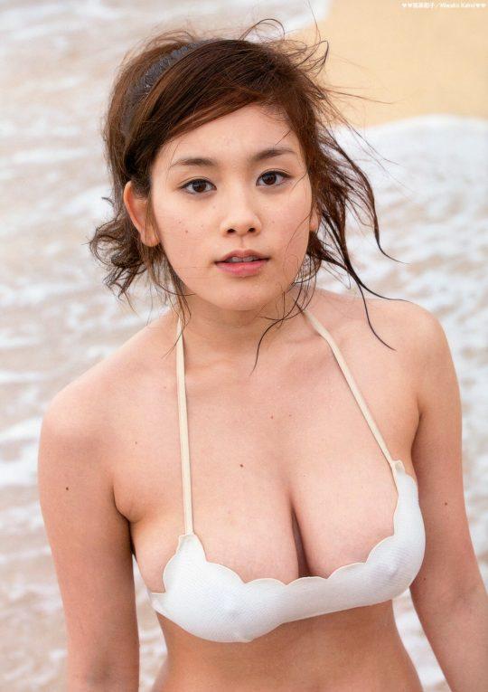 【2chまとめ】筧美和子のコラみたいなおっぱいwwwwwwwww→ 「乳首立ってるやんけ!」「ほんまに立ってて草」・2枚目