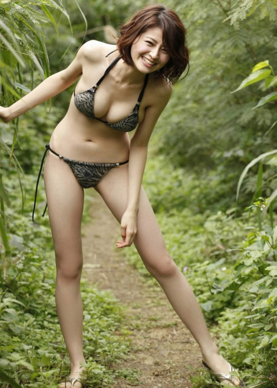 【2chまとめ】筧美和子のコラみたいなおっぱいwwwwwwwww→ 「乳首立ってるやんけ!」「ほんまに立ってて草」・7枚目