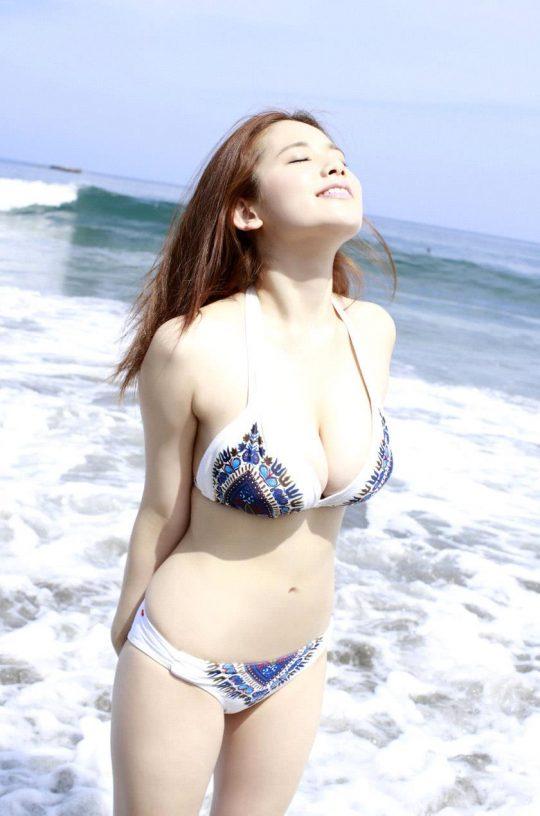 【2chまとめ】筧美和子のコラみたいなおっぱいwwwwwwwww→ 「乳首立ってるやんけ!」「ほんまに立ってて草」・16枚目
