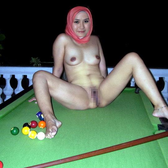 中東イスラム教の女の子のおっぱいデカ過ぎヌードwwwwww「はい処刑」(150枚)・68枚目
