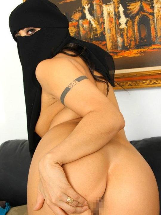 【おっぱいジハード】中東イスラム教の女の子のおっぱいデカ過ぎヌードwwwwwwwww「はい処刑」(画像106枚)・42枚目