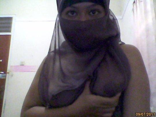 中東イスラム教の女の子のおっぱいデカ過ぎヌードwwwwww「はい処刑」(150枚)・107枚目