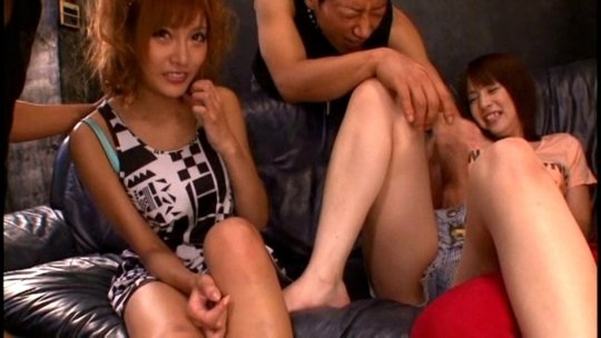 【明日花キララ】アップデートする度に顔が変わるセクシー女優をエロGIFでご覧ください(323枚)・200枚目