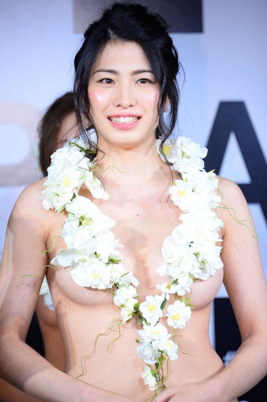 【画像あり】「日本一美しいおっぱいグランプリ」優勝者のおっぱいをご覧下さいwwwwwwwwwwwwwwwwwwwwww・1枚目