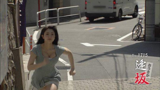 【放送事故】地上波で自らチクビを出していったこの女の人wwwwwwwwwwwwwwwwwwwwwwwwwww(GIFあり)・11枚目