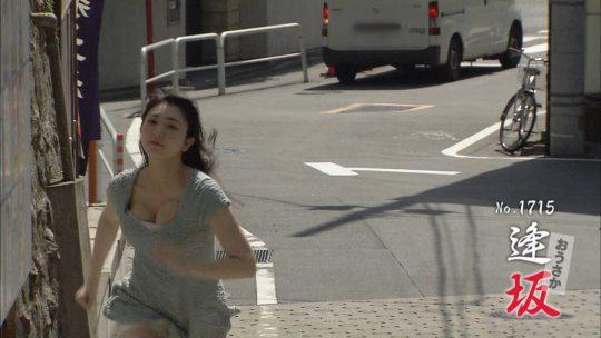 【放送事故】地上波で自らチクビを出していったこの女の人wwwwwwwwwwwwwwwwwwwwwwwwwww(GIFあり)・12枚目