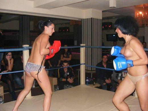 【マジキチ】最近海外で行われてるトップレスボクシング(女)とかいう性競技wwwwwwwwwwww...