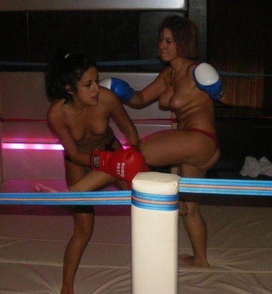 【マジキチ】最近海外で行われてるトップレスボクシング(女)とかいう性競技wwwwwwwwwwwwwwwww(画像あり)・4枚目