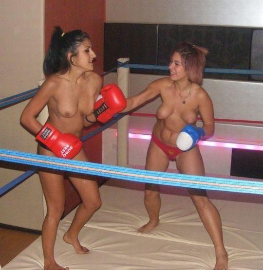 【マジキチ】最近海外で行われてるトップレスボクシング(女)とかいう性競技wwwwwwwwwwwwwwwww(画像あり)・5枚目