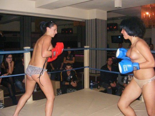 【マジキチ】最近海外で行われてるトップレスボクシング(女)とかいう性競技wwwwwwwwwwwwwwwww(画像あり)・8枚目