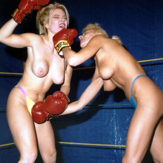【マジキチ】最近海外で行われてるトップレスボクシング(女)とかいう性競技wwwwwwwwwwwwwwwww(画像あり)・13枚目