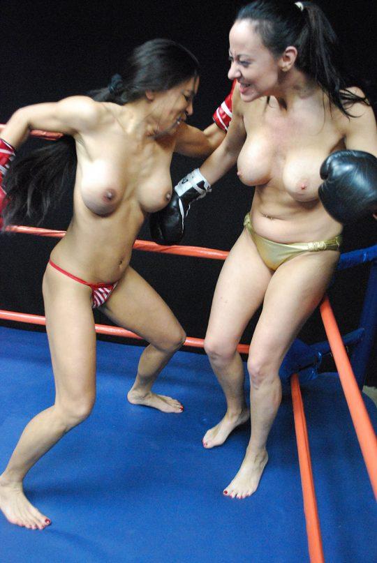 【マジキチ】最近海外で行われてるトップレスボクシング(女)とかいう性競技wwwwwwwwwwwwwwwww(画像あり)・14枚目