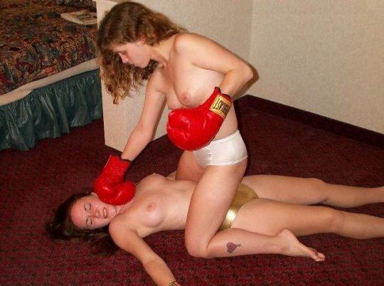 【マジキチ】最近海外で行われてるトップレスボクシング(女)とかいう性競技wwwwwwwwwwwwwwwww(画像あり)・15枚目
