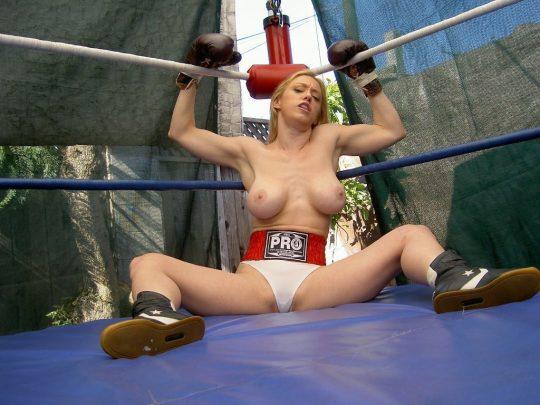 【マジキチ】最近海外で行われてるトップレスボクシング(女)とかいう性競技wwwwwwwwwwwwwwwww(画像あり)・20枚目