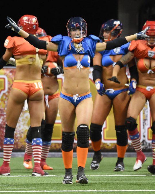 米国まんさん「女子フットボールいまいち人気でーへんわ・・・せや!下着でやったろ!」 →結果wwwwwwwwwwww(画像あり)・5枚目