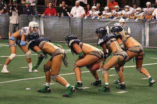 米国まんさん「女子フットボールいまいち人気でーへんわ・・・せや!下着でやったろ!」 →結果wwwwwwwwwwww(画像あり)・15枚目