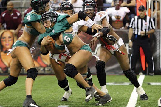 米国まんさん「女子フットボールいまいち人気でーへんわ・・・せや!下着でやったろ!」 →結果wwwwwwwwwwww(画像あり)・25枚目
