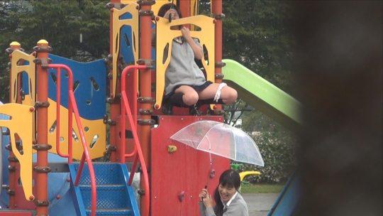 【悲報】笹 塚 駅 構 内 で 堂 々 と オ シ ッ コ を す る J K が 撮 影 さ れ るwwwwwwwwwwwwwwwww【画像あり】・5枚目