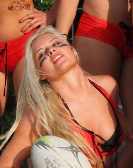 【アスリートエロ画像】「ビーチラグビー」とかいうポロリ、喰い込み連打の新手の性競技wwwwwwwwwwww(画像あり)・4枚目