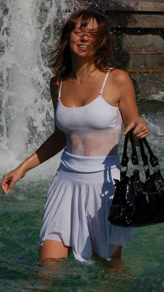 外国人まんさんの濡れシャツおっぱい透け文化、ほんとすこwwwwwwwwwwwwwwwwww(画像あり)・6枚目