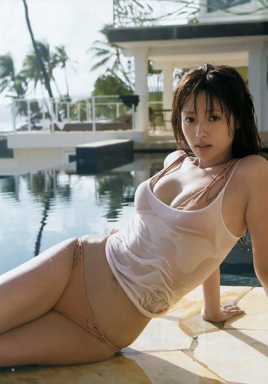 【悲報】深田恭子(34)尻丸出しでまだグラビアを撮り続けるwwww「需要どこにあんねん」「むしろエロくなってて草」(画像あり)・13枚目