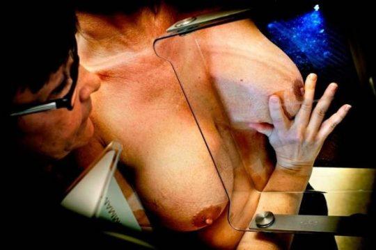 【おっぱい注意】外 国 人 ま ん さ ん の 乳 が ん 検 診 の 様 子 を ご 覧 下 さ い 。(画像あり)・6枚目