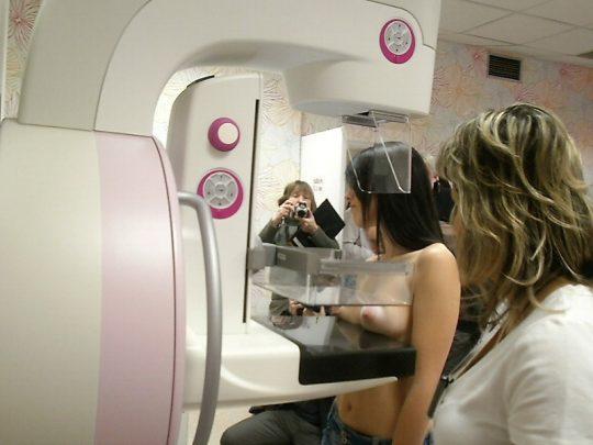 【おっぱい注意】外 国 人 ま ん さ ん の 乳 が ん 検 診 の 様 子 を ご 覧 下 さ い 。(画像あり)・8枚目