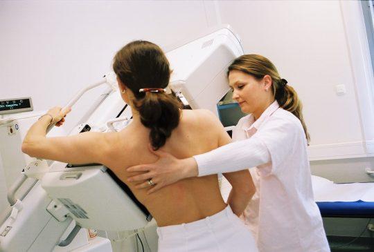 【おっぱい注意】外 国 人 ま ん さ ん の 乳 が ん 検 診 の 様 子 を ご 覧 下 さ い 。(画像あり)・15枚目