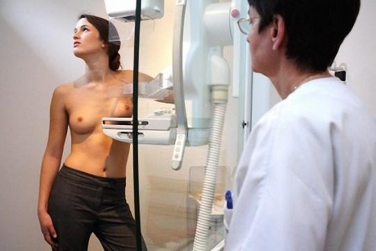 【おっぱい注意】外 国 人 ま ん さ ん の 乳 が ん 検 診 の 様 子 を ご 覧 下 さ い 。(画像あり)・20枚目
