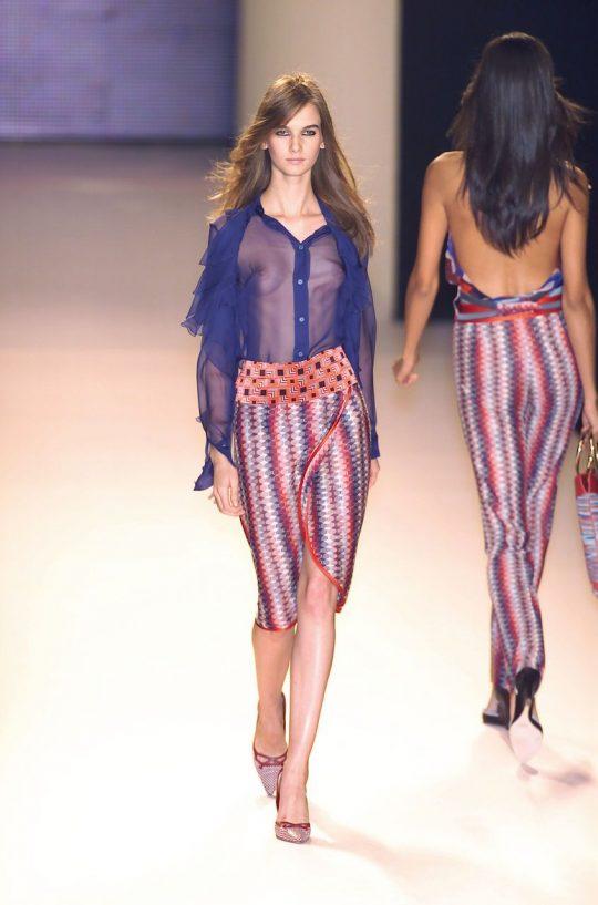 ファッションショーのモデルまんさん、いつからおっぱい出しがデフォルトになったのか誰か教えてクレメンス。(画像多数)・27枚目