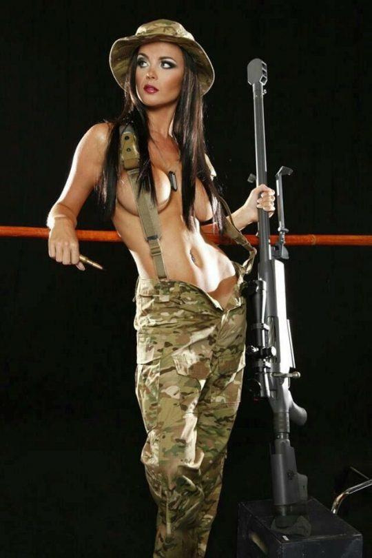 【ミリタリーエロス】女自衛官では考えられない、外国人女兵士のエロおふざけの様子がコチラwwwwwwwww(画像あり)・6枚目