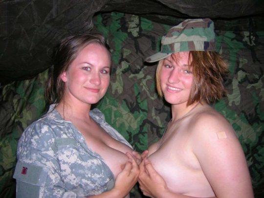 【ミリタリーエロス】女自衛官では考えられない、外国人女兵士のエロおふざけの様子がコチラwwwwwwwww(画像あり)・16枚目