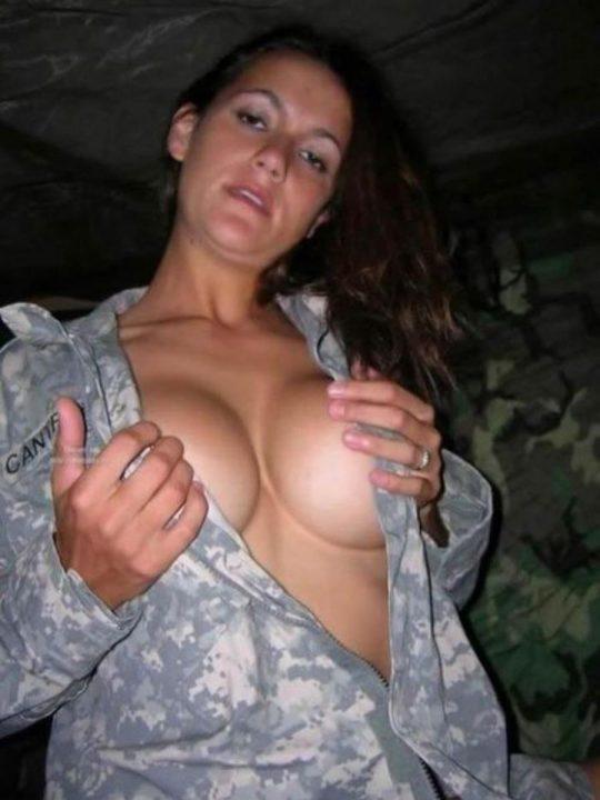 【ミリタリーエロス】女自衛官では考えられない、外国人女兵士のエロおふざけの様子がコチラwwwwwwwww(画像あり)・30枚目