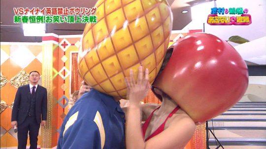【悲報】正月エロ番組でAV女優に顔舐めされてる巨匠、志村の顔ワロタwwwwwwwwwwwwwwww(画像多数)・8枚目